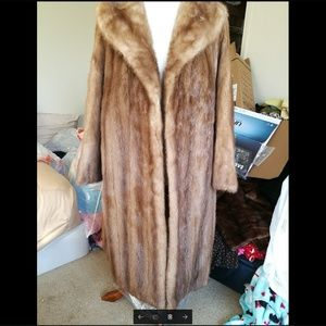 100% Genuine Mink fur full lengthcoat. Big collar